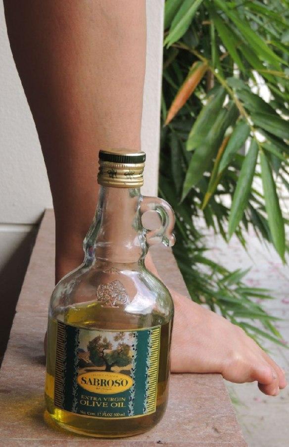 Bein mit Olivenöl